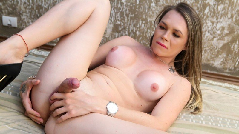 Giovanna Barbarella Jacks Off! (Giovanna Barbarella)  [HD] shemale.xxx