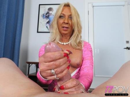 Mature Amateur Trans Sucks Dick And Loves It  (Joy Lynn Hart )  [FullHD] TsPov.com