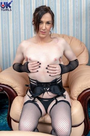 So Hot In Black Stacey Summers! (Stacey Summers)  [FullHD] UkTgirls.com